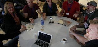 "Discussion ""Transparence de la WordPress Foundation"", avec Andrea au milieu : we're in this together!"